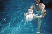 Les bébés nageurs : pour ou contre ?