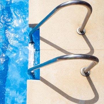 Echelles et escaliers piscine