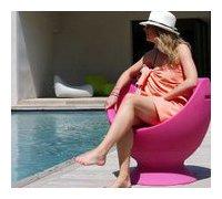 fauteuil d'extérieur en polyéthylène Boon's pour piscine en situation