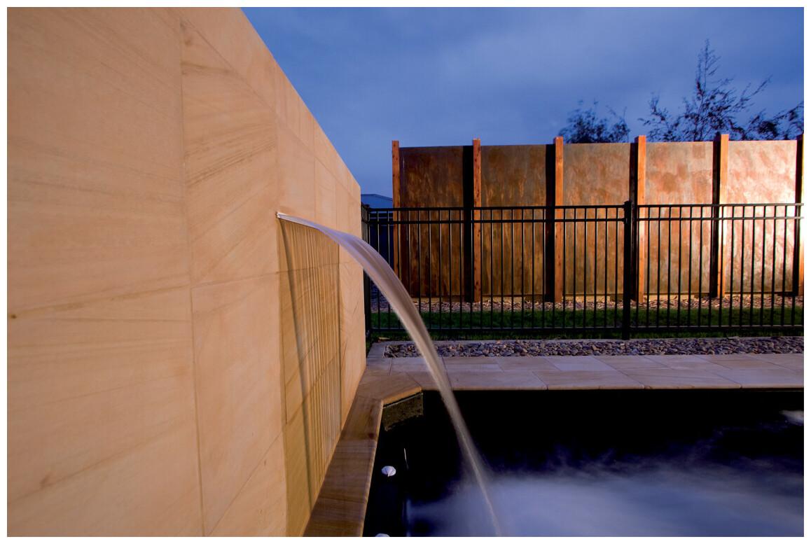 cascade pour piscines en abs silkflow en situation