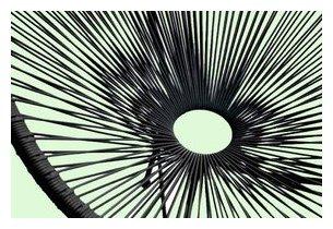 Détail de la résine tendue du fauteuil d'extérieur Design noir en acier noir