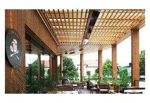 Chauffage radiant heatscope Vision en situation sur terrasse de restaurant