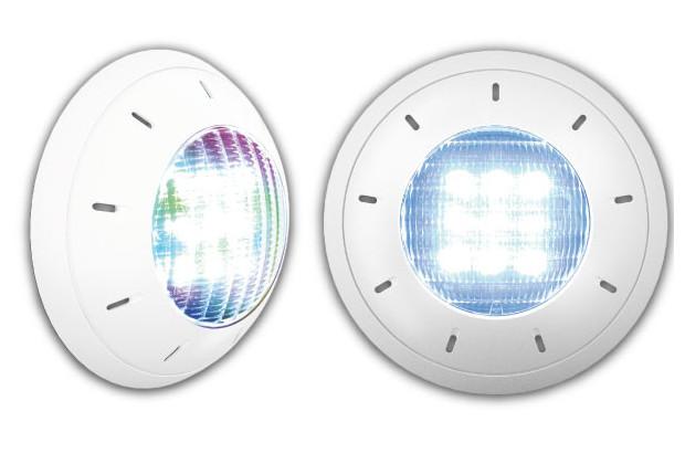Eclairage piscine led discret et adaptable forme plate et for Projecteur piscine led
