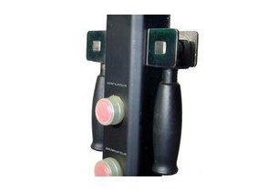 détail des boutons de fonctions et des poignées du ventilateur/brumisateur d'extérieur OFresh 180 cm en situation