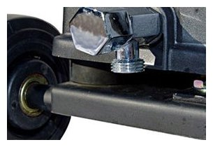 détail du raccord du robinet du ventilateur brumisateur d'extérieur 180 cm OFresh en situation