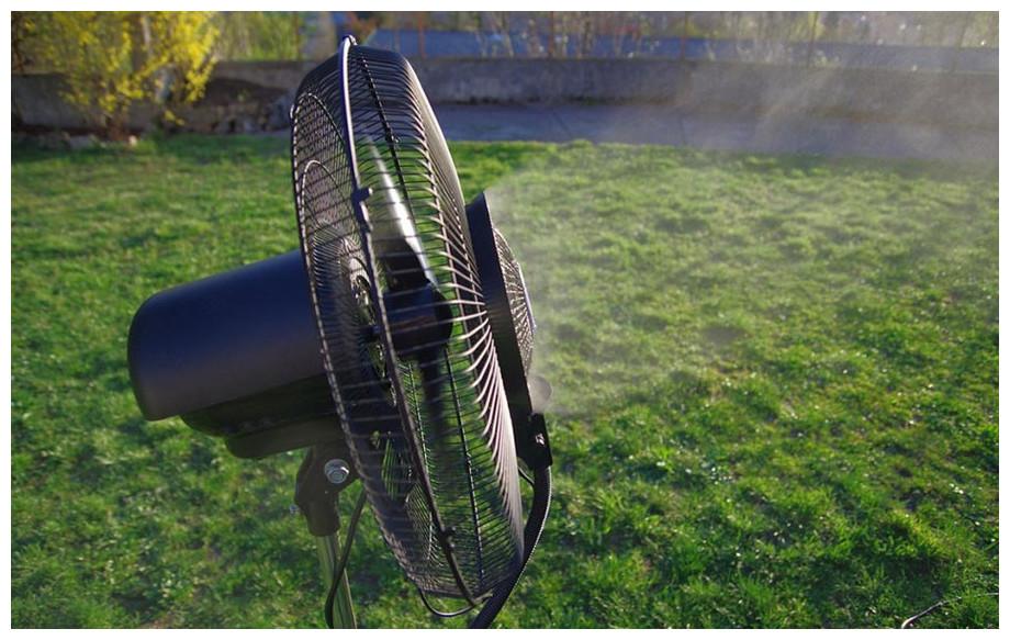 Diffusion de la brumisation du ventilateur brumisateur d'extérieur 150 cm OFresh en situation