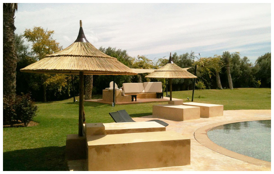 Parasol exotique en jonc naturel Brin d'ombre en situation