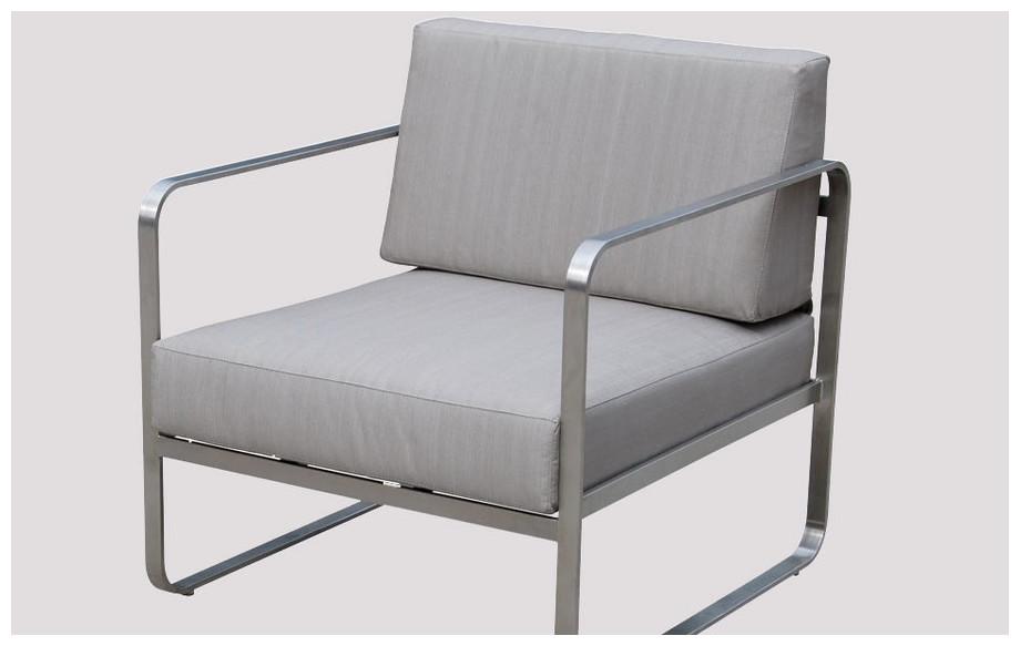 Détail fauteuil de salon de jrdin bas d'extérieur en acier brossé et tissus Oléfine taupe St Barth