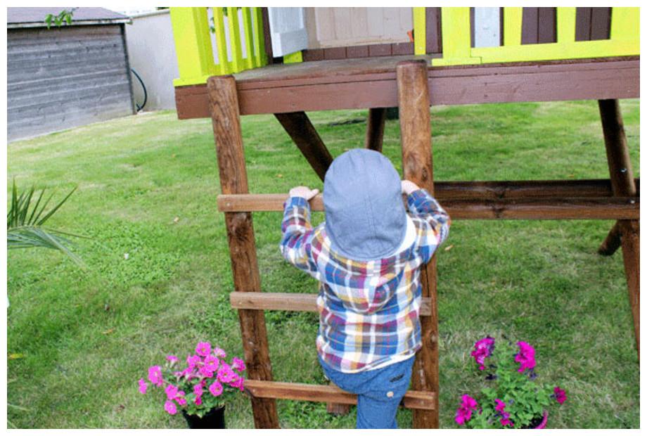 maisonnette dans les arbres pour enfants
