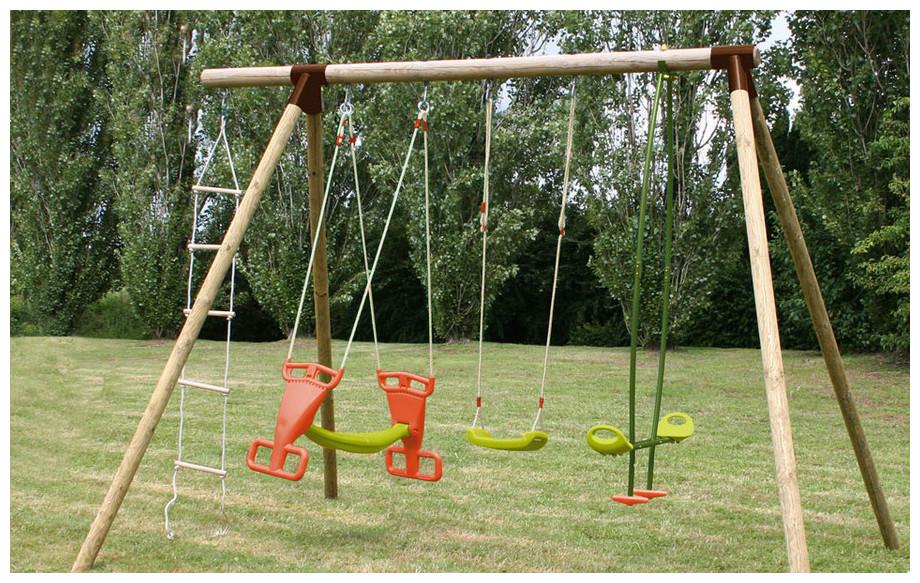 Portique et balançoire pour enfant en bois Carambole en situation