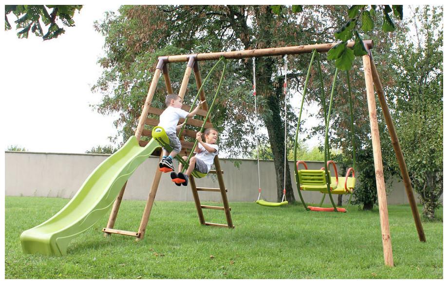 Portique et balançoire pour enfant en bois Cumin en situation