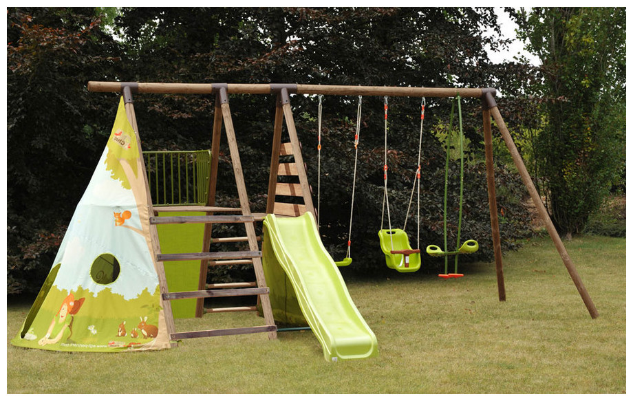 espace en bois d di aux enfants un vrai fort avec une tente d 39 indien jardin. Black Bedroom Furniture Sets. Home Design Ideas