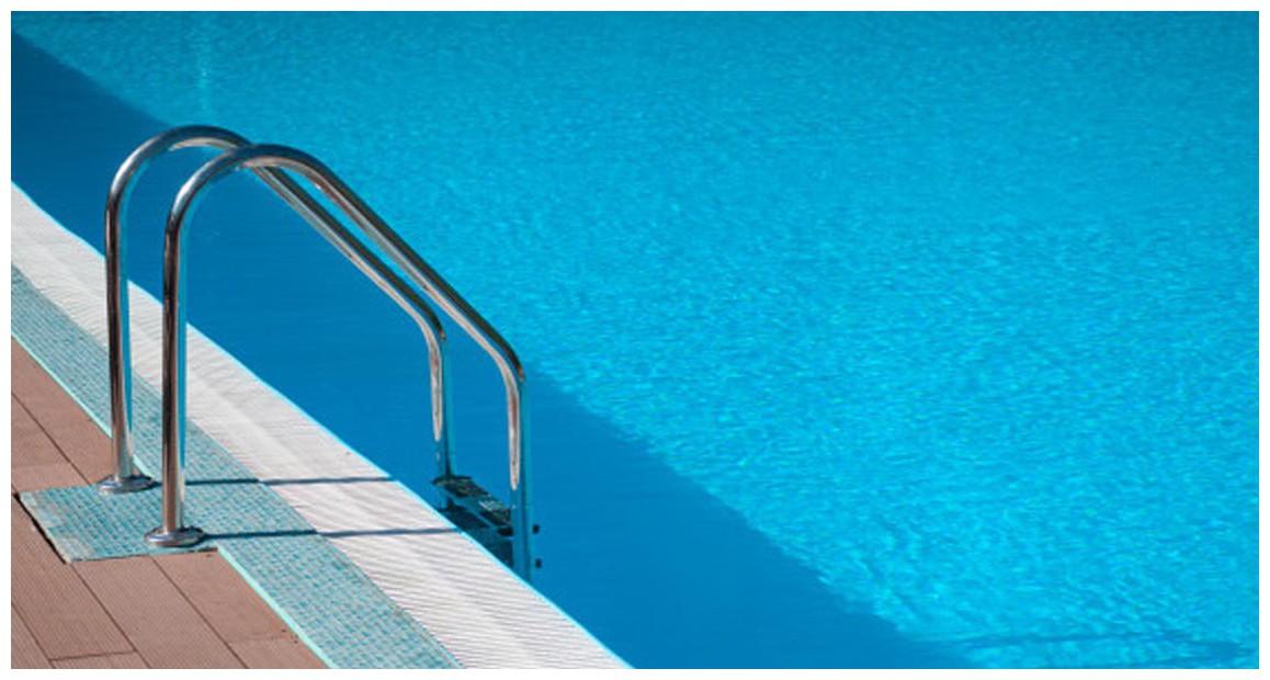 échelle d'accès en inox pour piscines enterrées