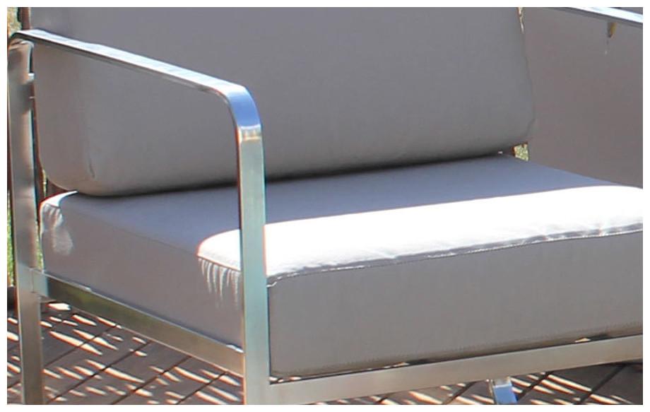 Détail des coussins du salon de jardin bas d'extérieur en inox dépoli Venize taupe
