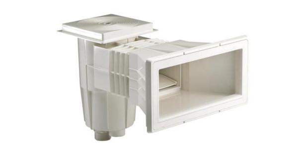skimmer grande meurtri re pour piscine liner et b ton piscine center net. Black Bedroom Furniture Sets. Home Design Ideas