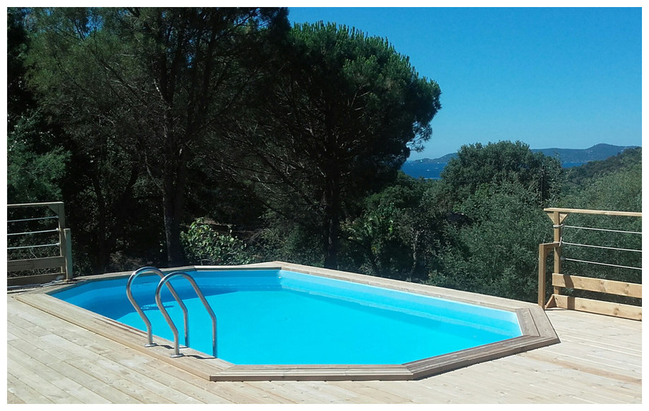piscine bois octogonale allongée Woodfirst Originale 436x336x120 en situation