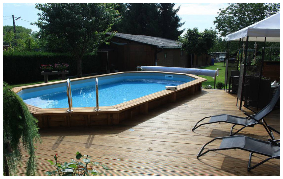 piscine bois octogonale allongée Woodfirst Original en situation 4