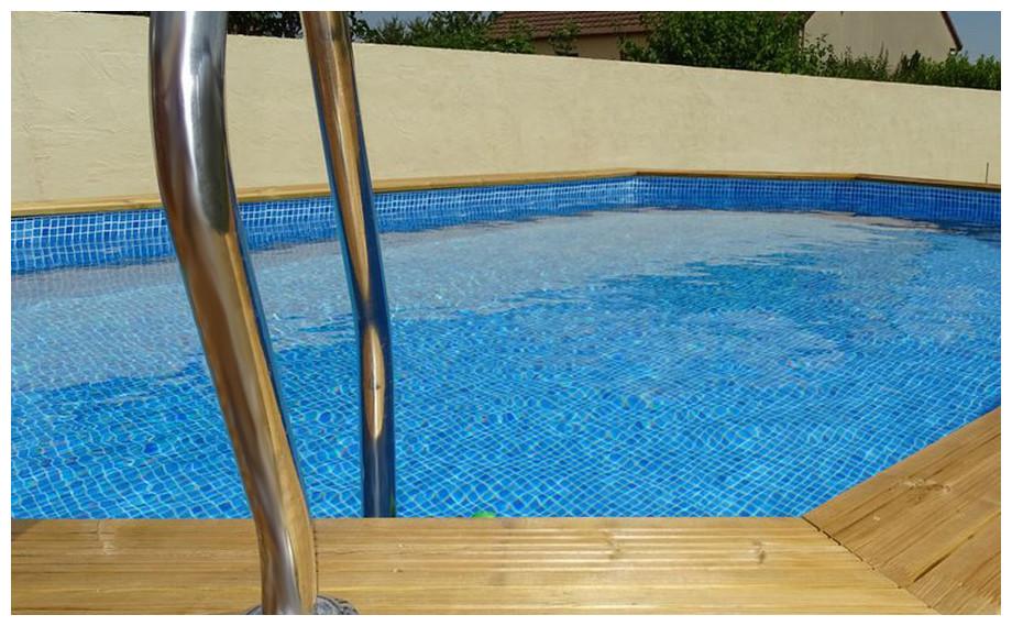 piscine bois octogonale allongée Woodfirst Original liner bleu persia