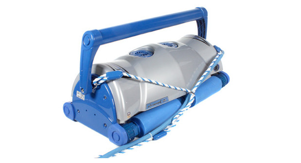 ultramax robot piscine - vue arriere avec corde