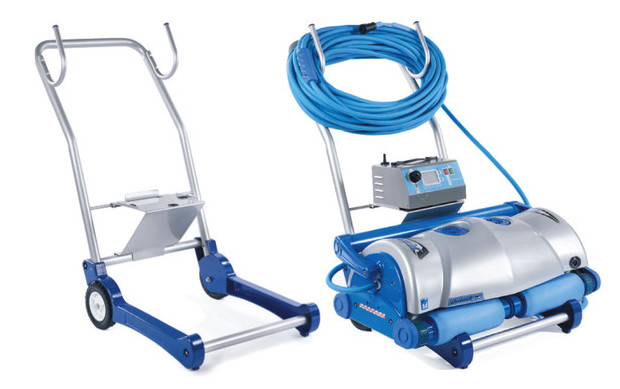 Ultramax gyro aquatron robot pour grandes piscines for Robot grande piscine