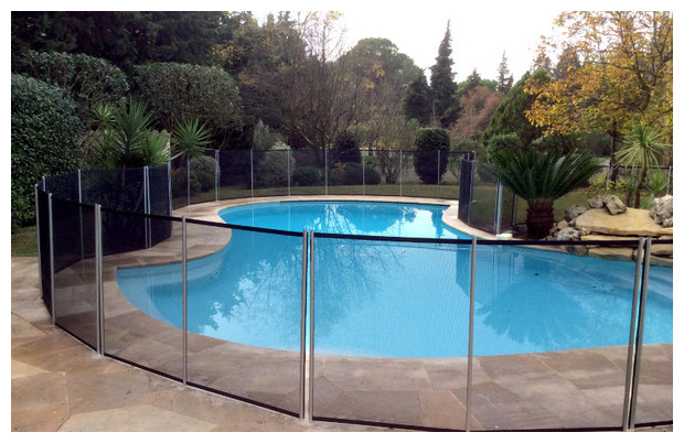 Cloture et barri re amovible pour piscine piscine center net for Protection enfant piscine