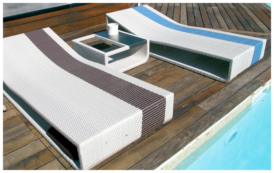 Bain de soleil en aluminium et résine tressée Summertime blanc/bleu