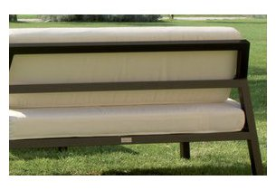 Détail des coussins du salon de jardin d'extérieur en aluminium traité noir Modéna écru