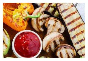 Légumes grillés sur plancha à gaz Roller Grill 900 EE en situation