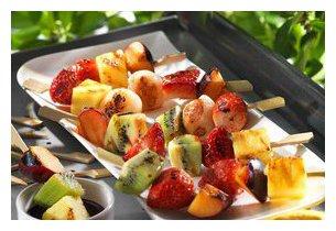 brochettes de fruit grillées sur la plancha Roller Grill 900 EE
