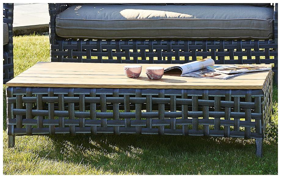 Détail de la table basse du salon de jardin bas d'extérieur en résine tressée larges bandes grises Apt
