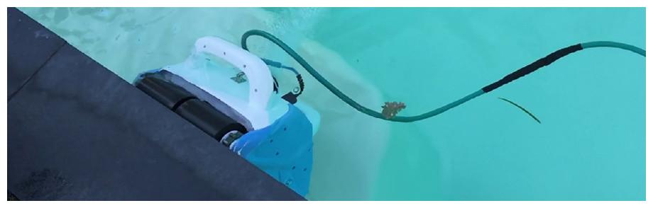 robot électrique poolbird pour piscines jusqu'à 20 m