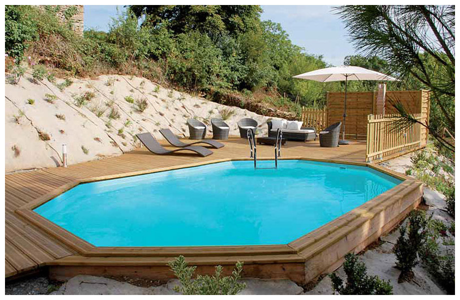 piscine bois octogonale allongée Woodfirst Original ambiance en situation