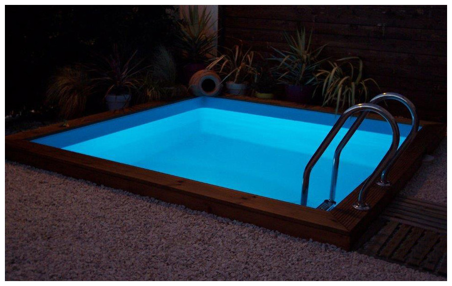 piscine bois en kit à monter Woodfirst Original carrée en situation