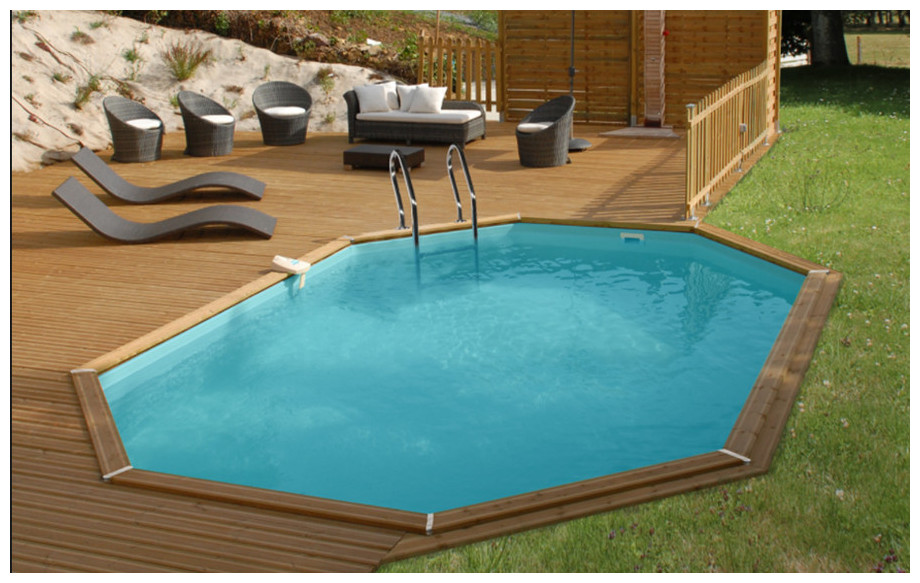 piscine bois octogonale allongée Woodfirst Original en situation 872x472x133