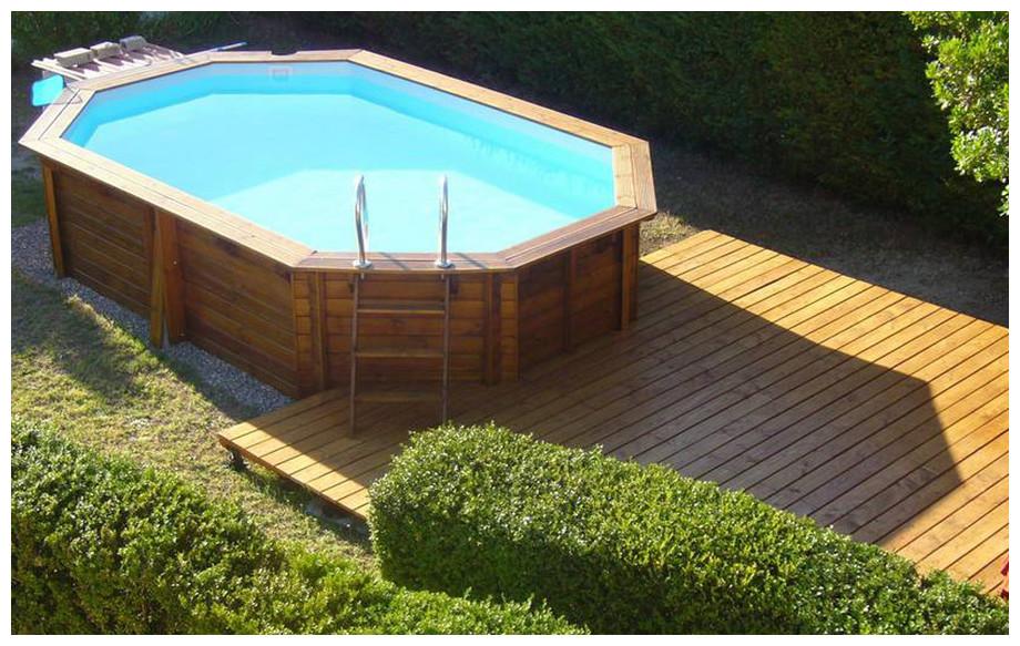 piscine bois octogonale allongée Woodfirst Original liner bleu pâle