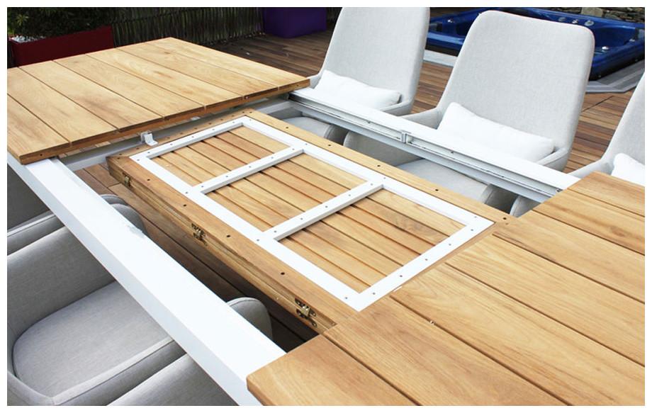 Détail de la rallonge papillon de la table du salon repas de jardin Somero en aluminium et teck