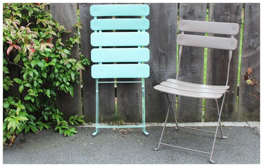 chaise pliante de jardin en acier Fun en situation