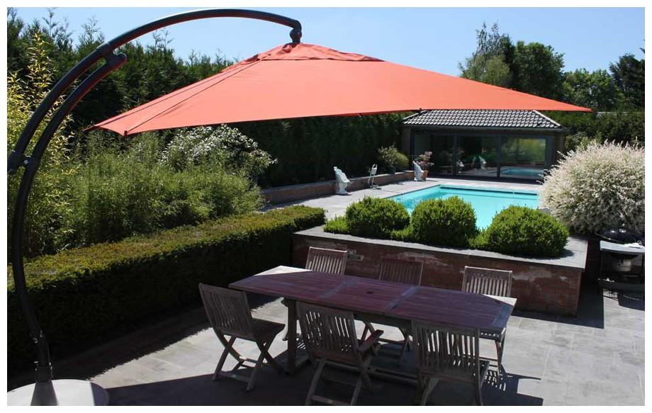 Parasol déporté carré 320 terracotta Easy Sun en oléfin en situation
