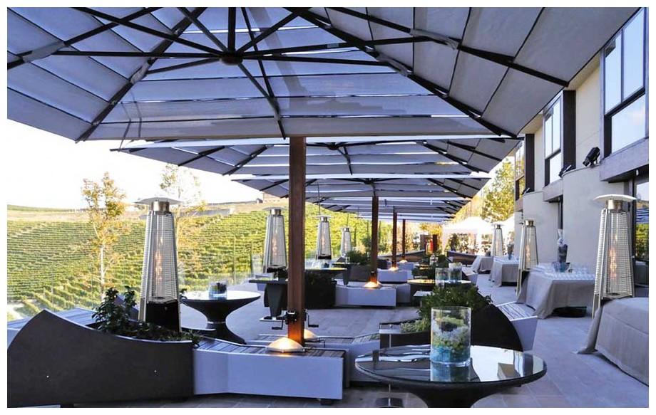 parasol chauffant à gaz de terrasse Sun Hexagone en situation 2