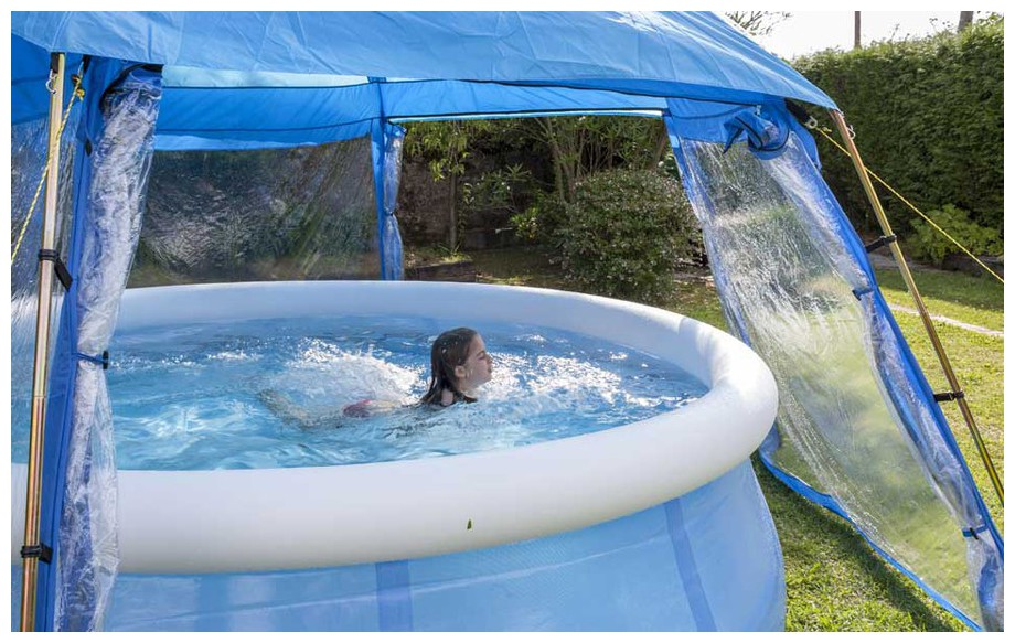 Pool house de protection Gré pour piscine hors sol en situation