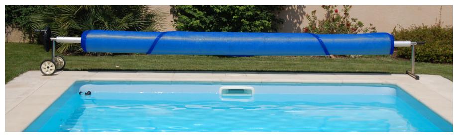 Bâche à bulles standard prédécoupée 400µ bleu avec enrouelur