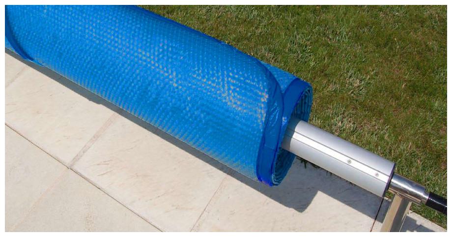 Bâche à bulles standard prédécoupée 400µ bleu - zoom sur enrouleur