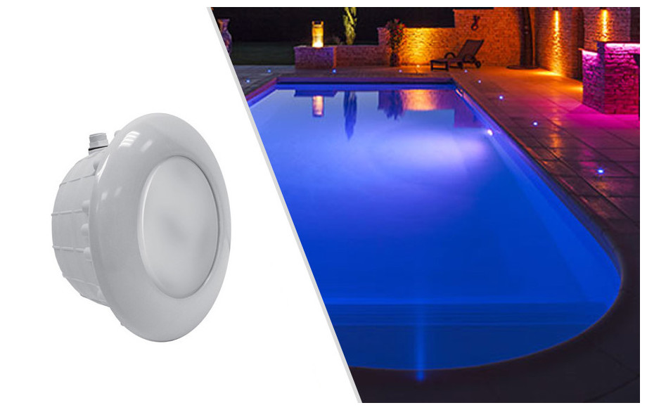 projecteur led rgb pour piscine blanc astral en situation
