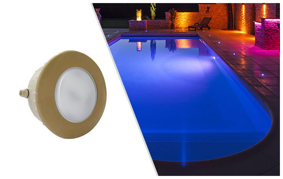 projecteur led rgb pour piscine sable astral en situation