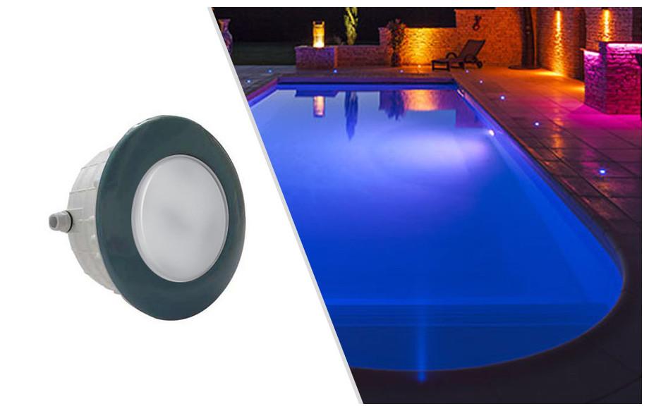 projecteur led rgb bleu pour piscine béton et liner Astral en situation