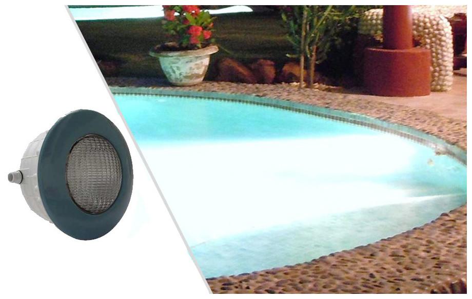 projecteur led bleu 1.14 lumière blanche pour piscine béton et liner en situation