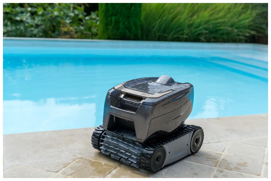 Robot de piscine TornaX OT2100 par Zodiac, efficace, compact et maniable !