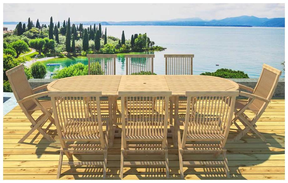Ensemble repas en teck table ovale et 6 chaises et 2 fauteuils en situation