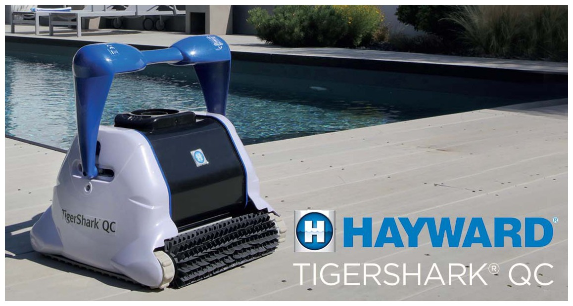 robot piscine Tiger Shark New QC Hayward brosse picots en situation