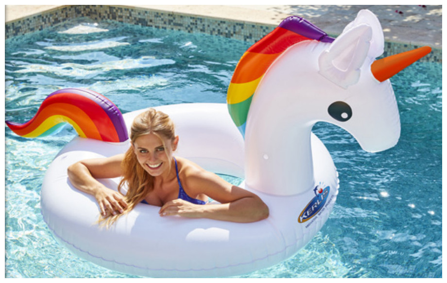 bouée gonflable piscine licorne Kerlis en situation